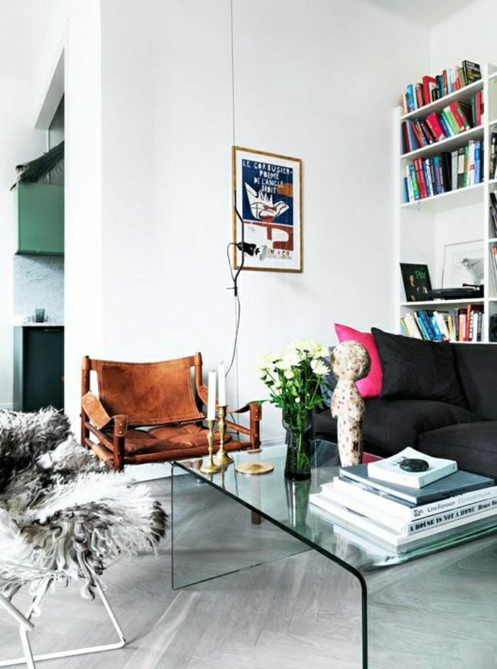 2-salon-moderne-et-chic-avec-une-table-basse-en-verre-dans-le-salon-moderne-murs-blancs