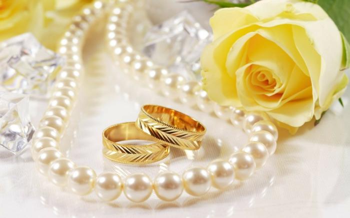 3-les-meilleures-bagues-mariage-carties-la-bague-cartier-en-or-et-gravure-pour-elle-et-pour-lui