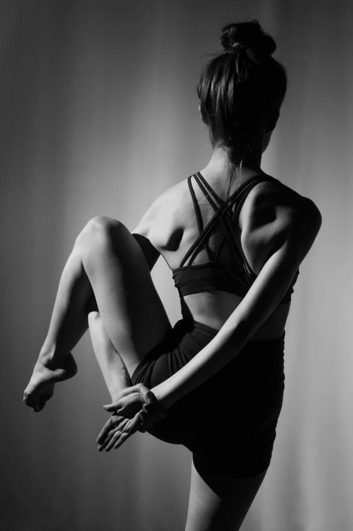 4-exercise-yoga-cool-idée-magnifique-position-belle-photographie-noir-et-blanc