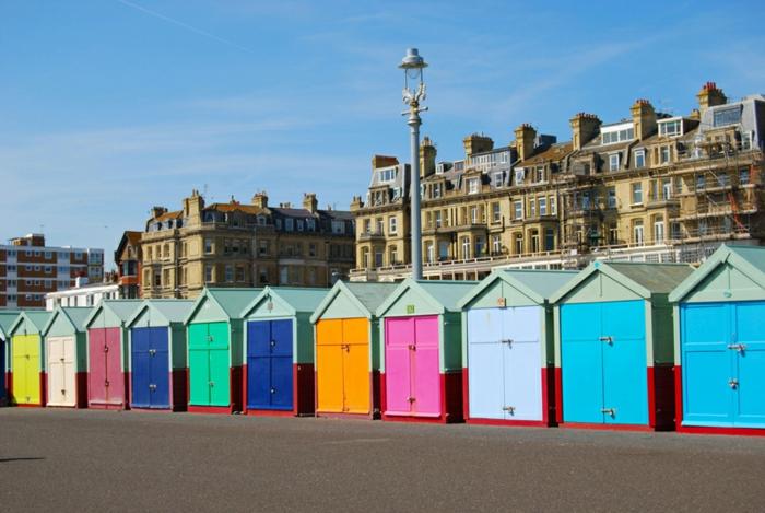 Angleterre-UK-Brighton-cité-touristique-et-historique-pavilions-colorés-pres-de-la-mer