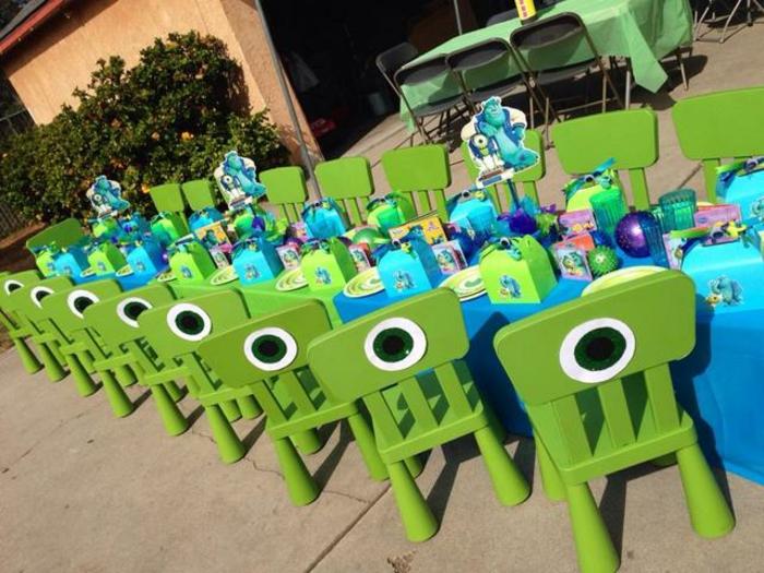 Anniversaire-fille-monstre-et-cie-thematique-table-et-chaises