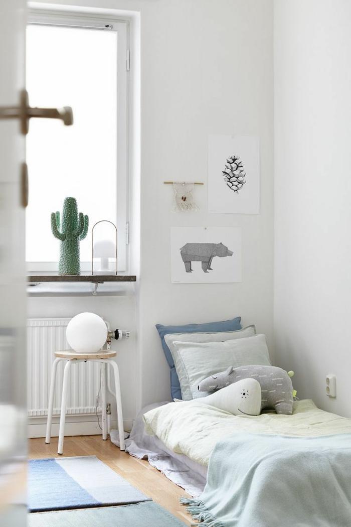 oreiller-enfant-elle-idée-lit-oreiller-enfant-déco-chambre-bien-aménagée-en-blanc