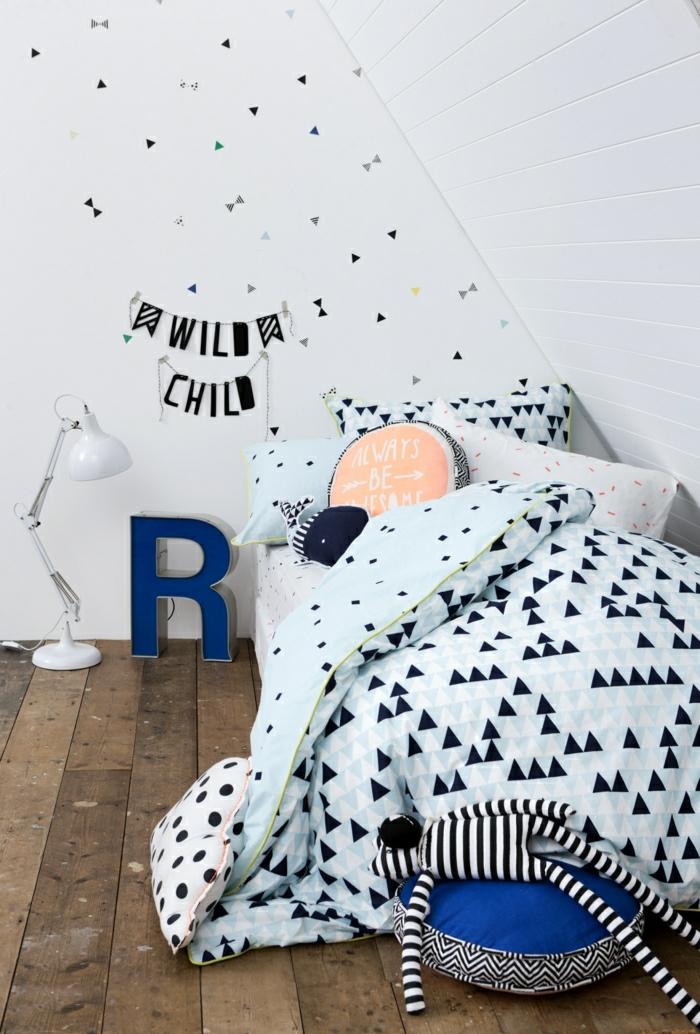 Belle-idée-lit-oreiller-enfant-déco-chambre-en-bleu-chambre-ado