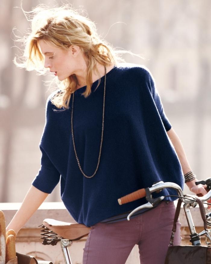 Belle-idée-tenue-de-jour-avec-pull-cachemire-bicyclette