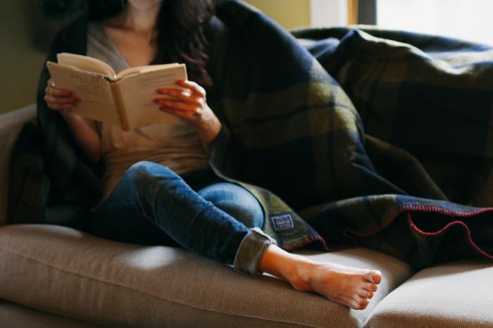Belle-maison-décorée-pour-créer-de-l-ambiance-cozy-lire