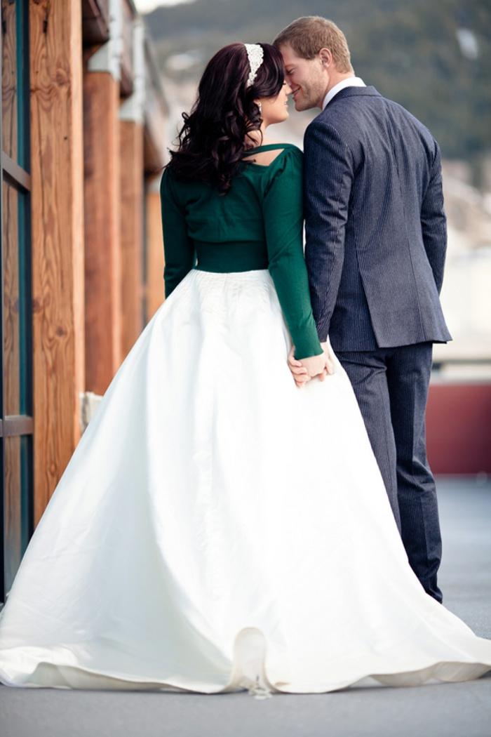 la-robe-de-mariée-d-hiver-Belle-robe-mariée-hiver-et-printemps-couple-amoureux-jillet-vert-resized