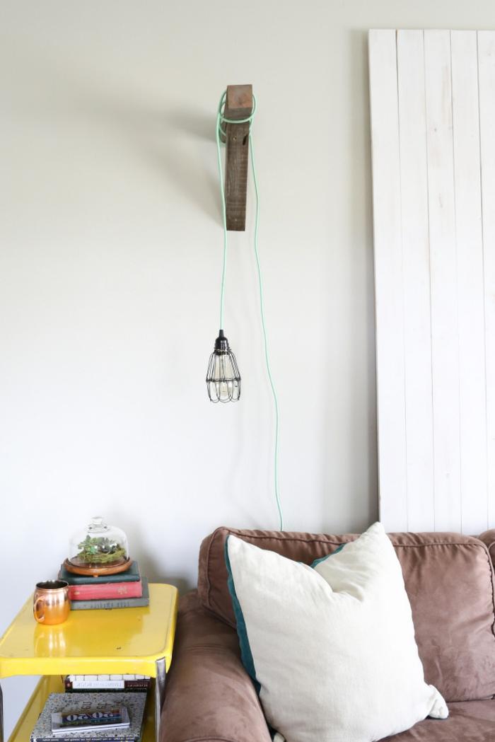 Canape-salle-de-séjour-lampe-liseuse-dans-le-salon-lampe-lecture