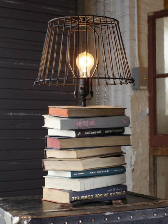 Canape-salle-de-séjour-lampe-liseuse-dans-le-salon-livres