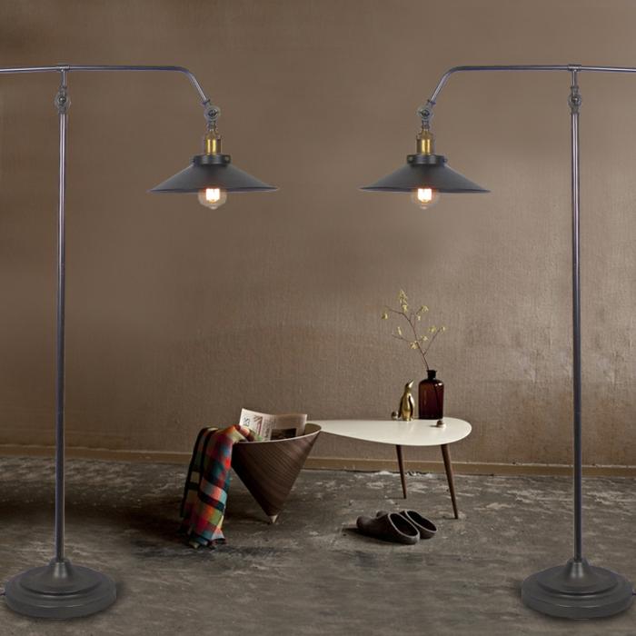Canape-salle-de-séjour-lampe-liseuse-dans-le-salon-table-basse-deux-lampes-tactiles