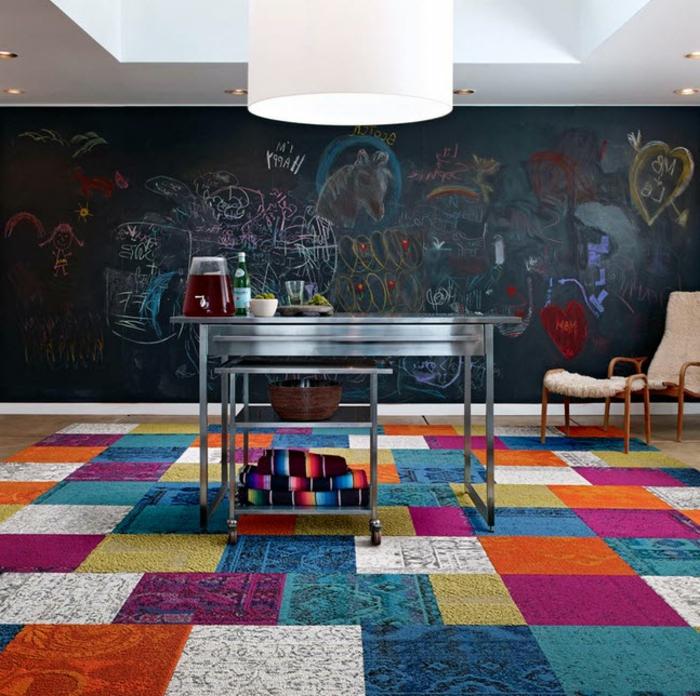 Chambre-à-coucher-bien-aménagée-tapis-coloré-l-ardoise