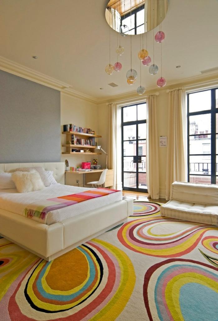 Chambre-à-coucher-bien-aménagée-tapis-coloré-une-idée