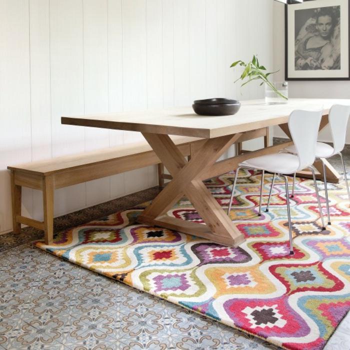 Chambre-coucher-bien-aménagée-tapis-coloré-cool-idée