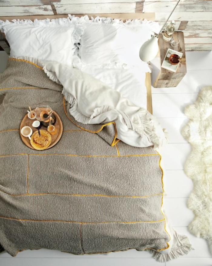 Decoration-cosy-déco-ambiance-cosy-pièce-belle-lit-bien-aménagée