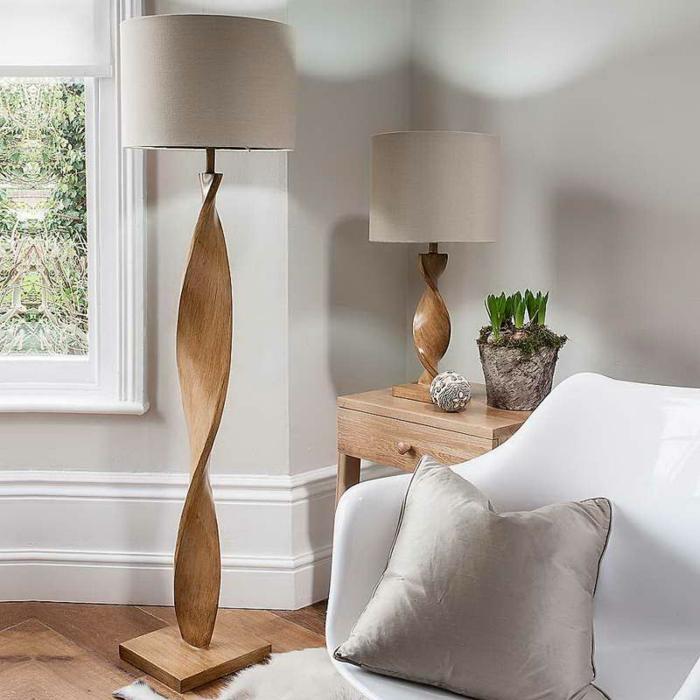 Idée-déco-avec-le-lampadaire-de-salon-belles-idées-luminaire-design-en-bois