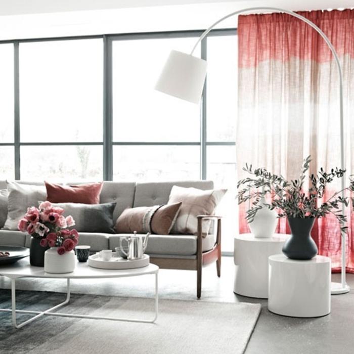Idée-déco-avec-le-lampadaire-de-salon-belles-idées-luminaire-design-lampe-de-salon-blanc