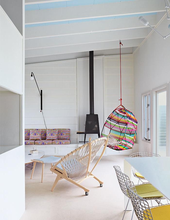 Idée-intérieur-design-poele-godin-poele-à-bois-mur-blanc-idée