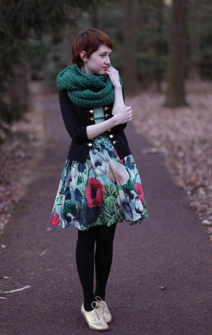 Idée-quelle-echarpe-ronde-porter-moderne-alée-dans-la-foret