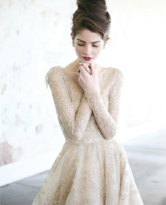 La-plus-belle-robe-de-mariee-en-hiver-dantelle-et-brillantes-robe-resized