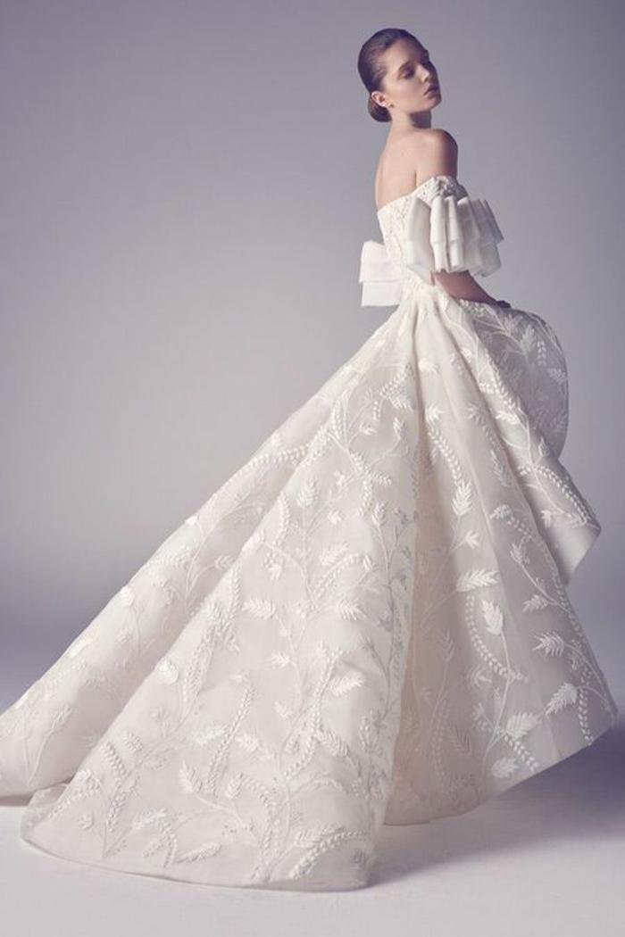 La-plus-belle-robe-de-mariee-en-hiver-votre-robe-longue-courdelle-resized