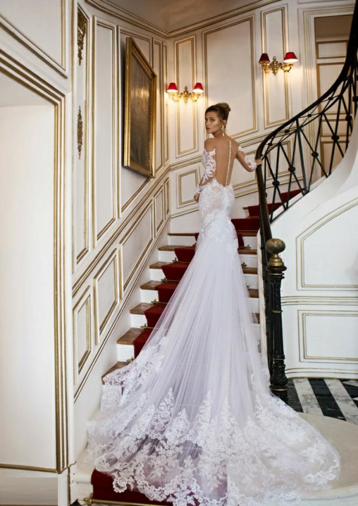 La-plus-belle-robe-mariee-hiver-escalier-salon-robe-longue-dentelle-blanche-resized