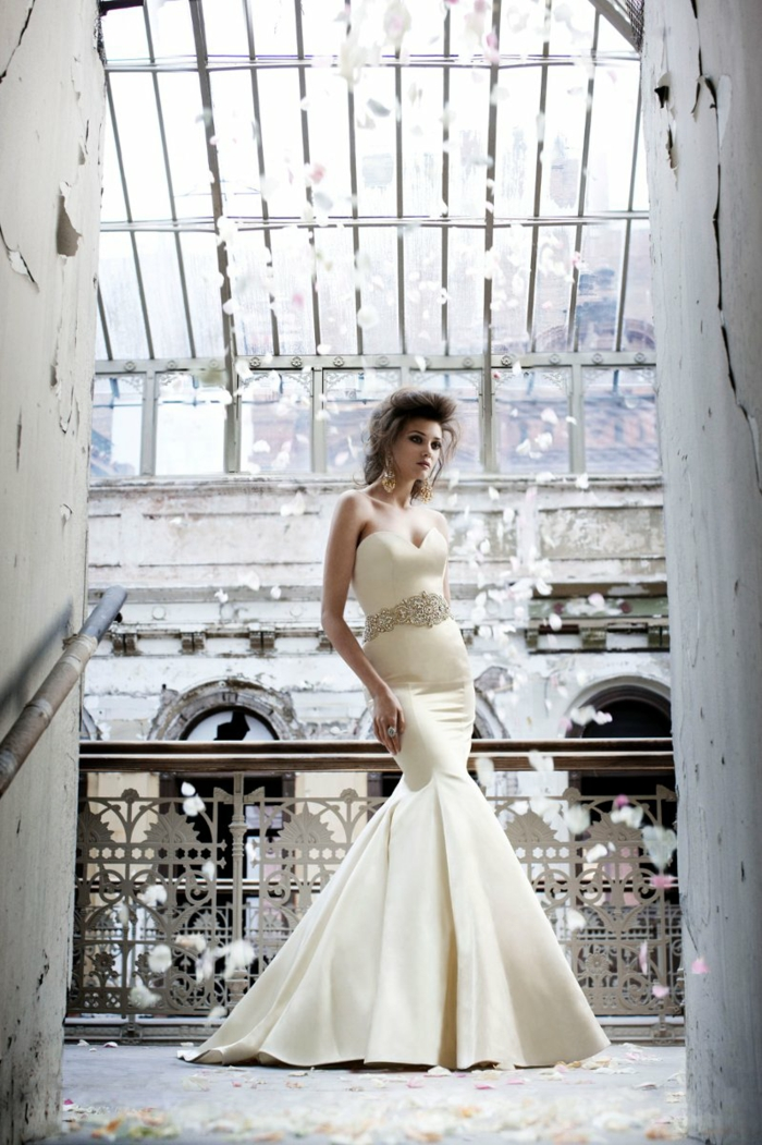 La-robe-de-mariée-hiver-saison-bustier-c-est-la-femme-jolie-robe-simple-resized