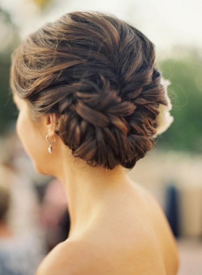 Le-chignon-tresse-coiffure-messy-bun-diy-brune-femme-cool
