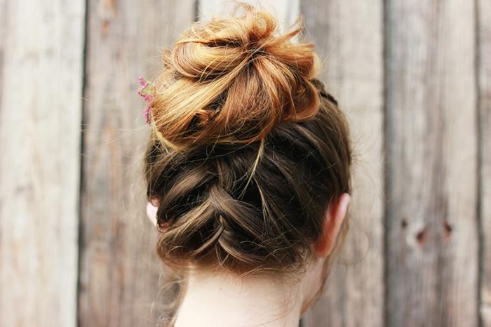 Le-chignon-tresse-coiffure-messy-bun-diy-femme-blonde-coiffure-mariée