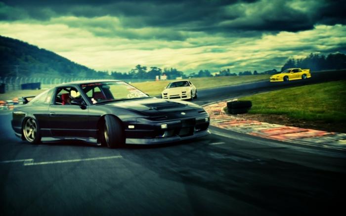 Le-drift-sur-circuit-sport-automobile-de-glisse-control-ferrari