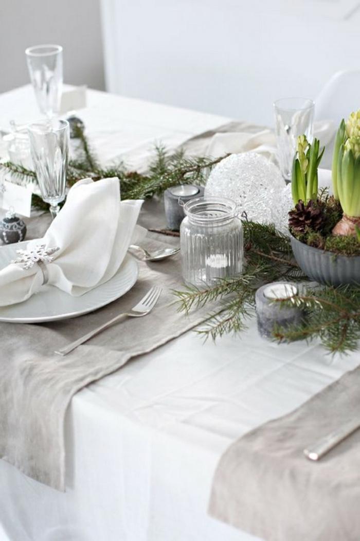 Le-sapin-de-noel-original-décoration-de-noël-table-blanc