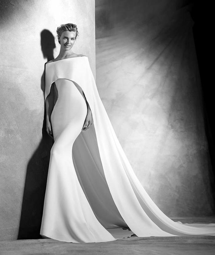 Mariage-robe-de-mariée-d-hiver-bohème-longue-magnifique-photo-en-noir-et-blanc-resized