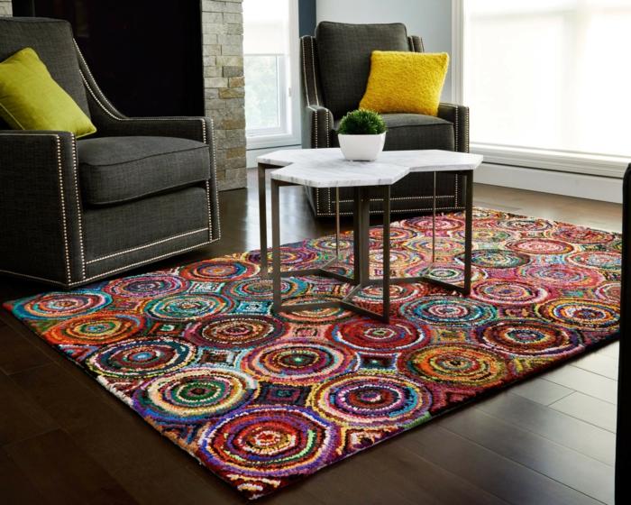 Salon-aménagement-avec-tapis-colorés-idées-circle