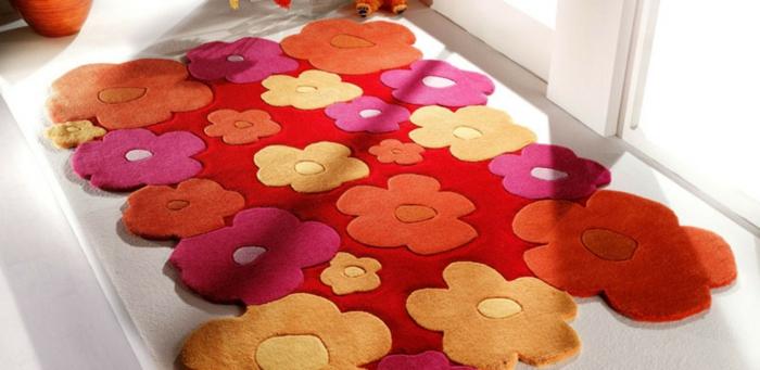 Salon-aménagement-avec-tapis-colorés-idées-fleurs