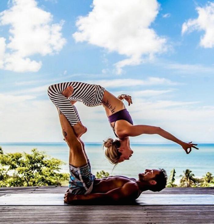 acro-yoga-pratique-yoga-en-couple