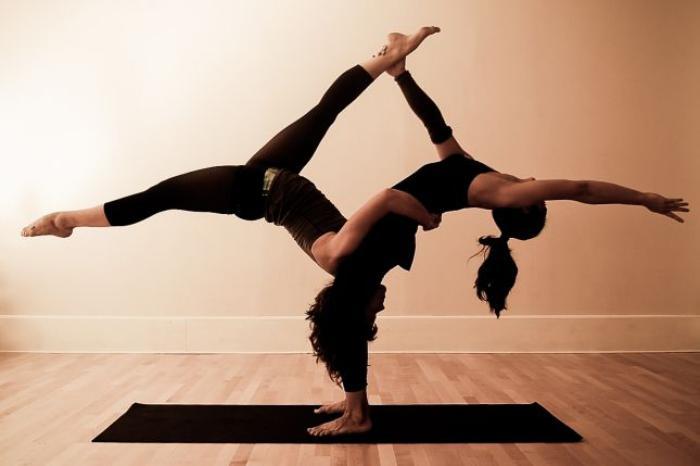 acro-yoga-balance-et-symétrie-yogique