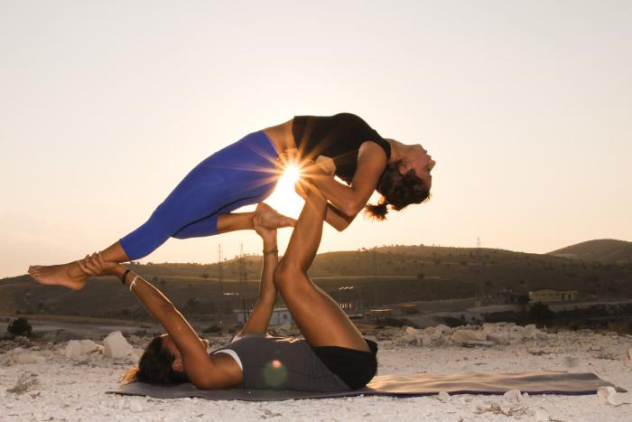 acro-yoga-en-pleine-nature