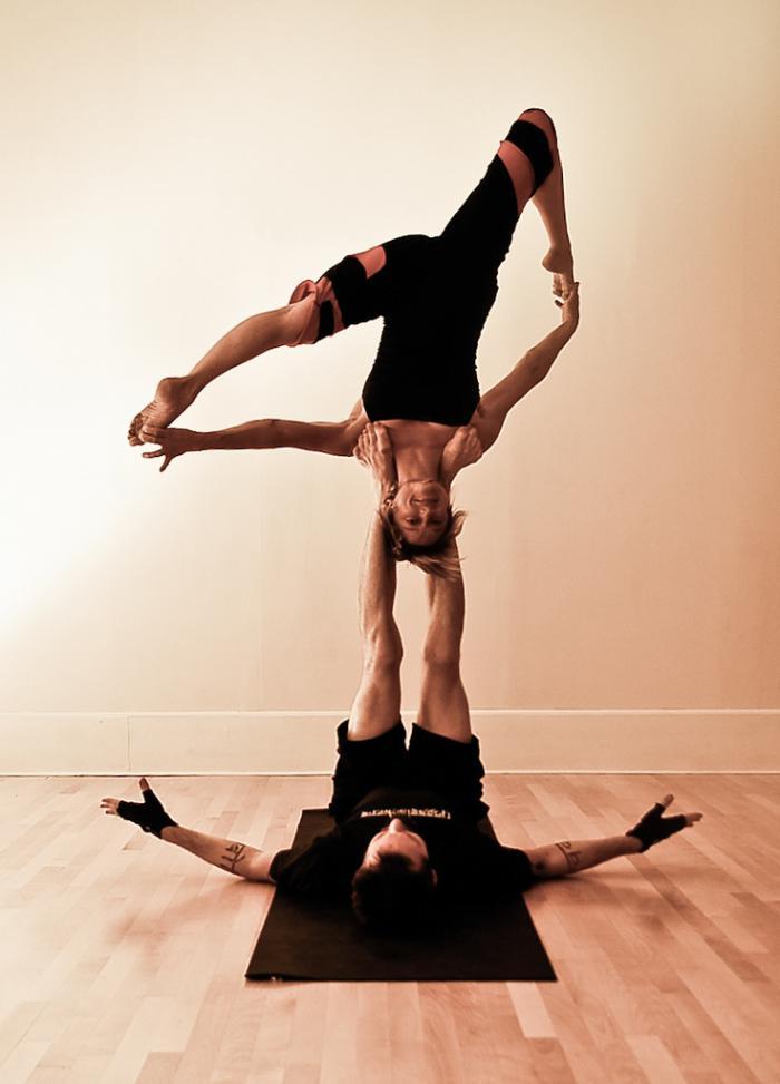 acro-yoga-fléxibilité-et-force-les-deux-principes-du-yoga
