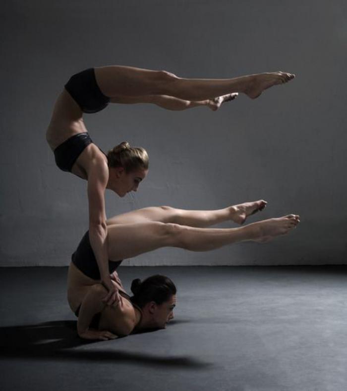 acro-yoga-harmonie-parfaite-entre-les-partenaires