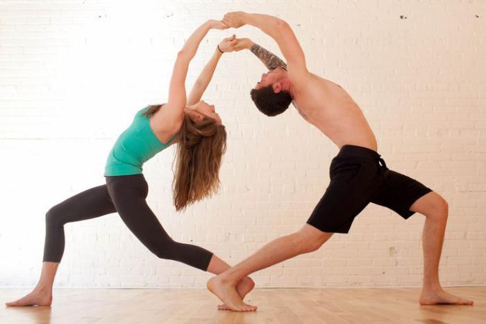 acro-yoga-pose-débutants-backbend-pratique-pour-l'expansion-du-coeur
