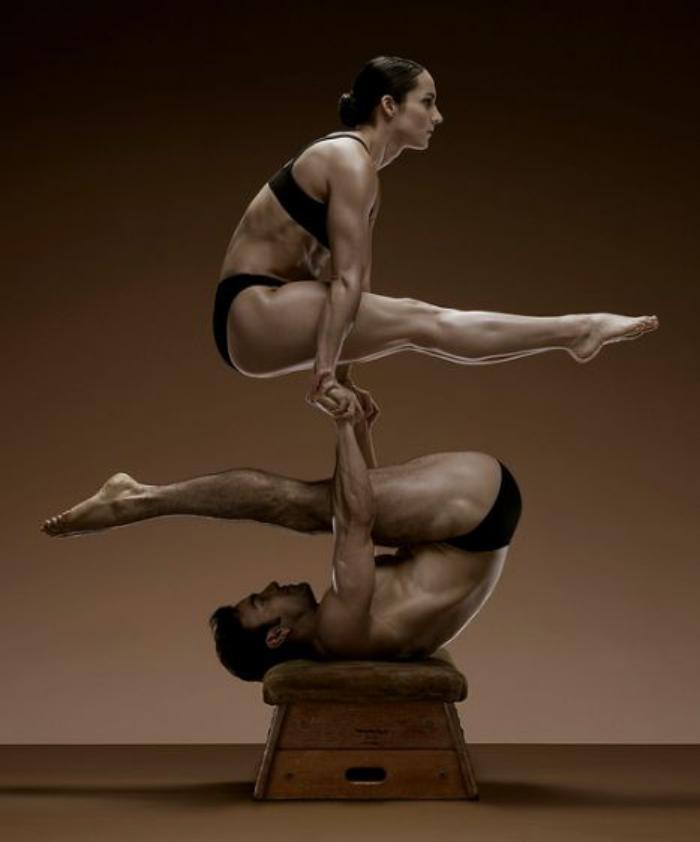 acro-yoga-posture-de-acro-yoga-fantastique