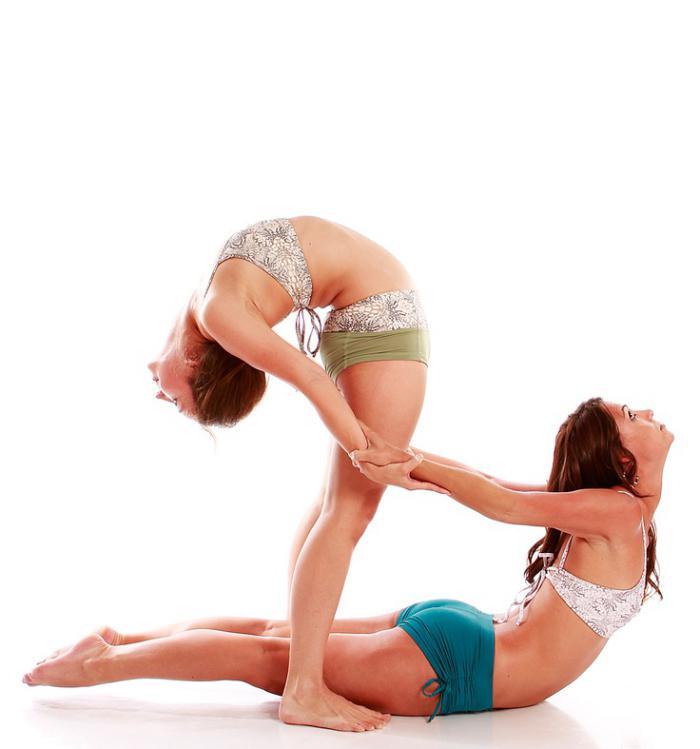 acro-yoga-postures-classiques-transformées-en-acro-yoga