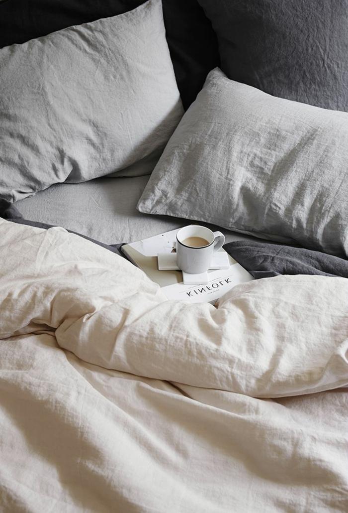 aménagement-chambre-à-coucher-amenagement-lit-ligne-lin-bicouleur-gris-et-blanc