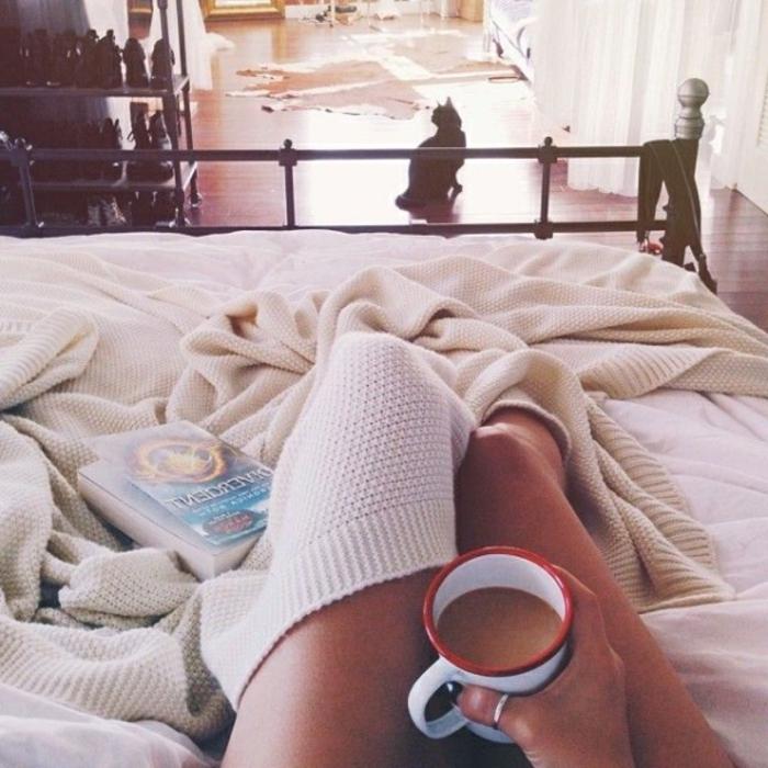 ambiance-cosy-chambre-maison-à-faire-à-la-maison-café