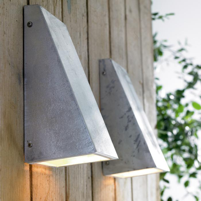 appliques-extérieures-deux-appliques-grises-métalliques