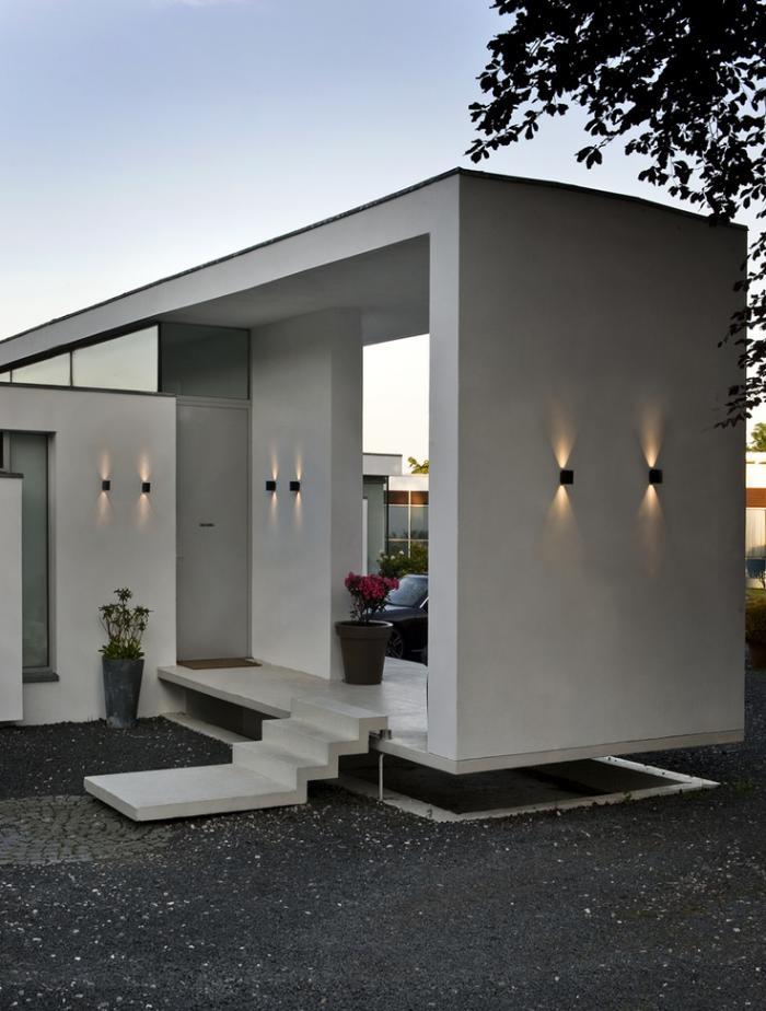 appliques-extérieures-maison-moderne-plain-pied-éclairage-élegant