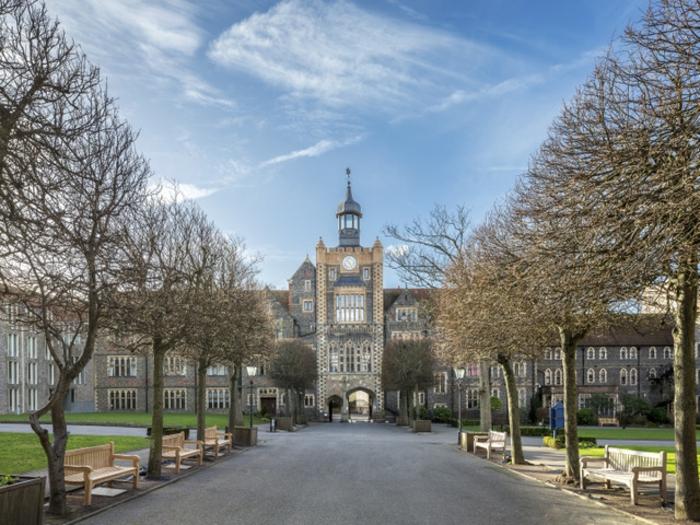 beau-brighton-UK-cité-touristique-et-historique-promenade-en-hautomne-le-college