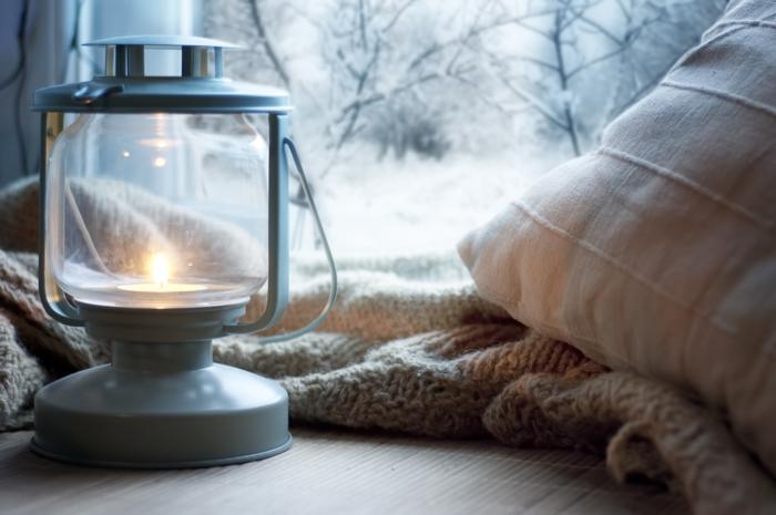 beau-salon-avec-vue-idée-tenue-de-jour-avec-pull-cachemire-le-temps-des-pulles-sweather-weather