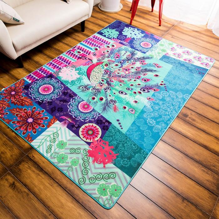 belle-chamber-à-coucher-bien-aménagée-tapis-coloré-beau