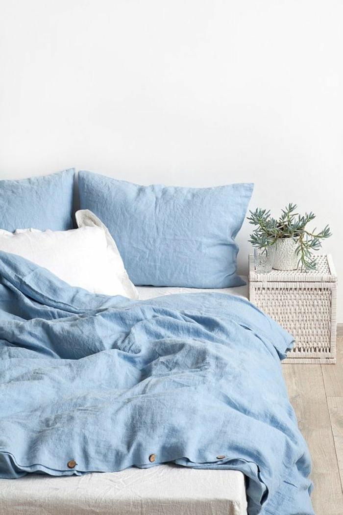 belle-chambre-à-coucher-amenagement-lit-ligne-bleu-en-lin