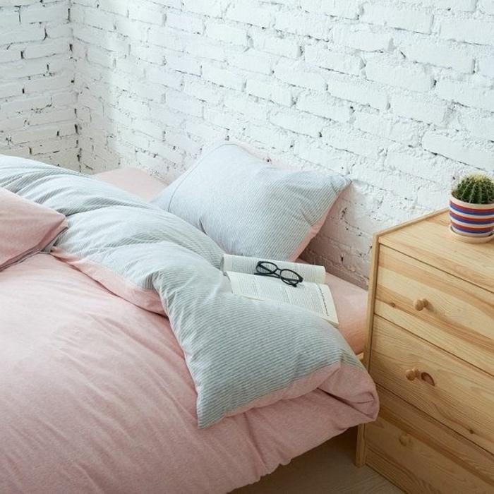 belle-chambre-à-coucher-amenagement-lit-ligne-rose-et-bleu