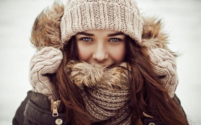 belle-femme-écharpe-tube-idée-en-tendance-hiver-2015